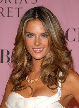 Beauty Hair Love Essence: Alessandra Ambrosio Blonde Hair