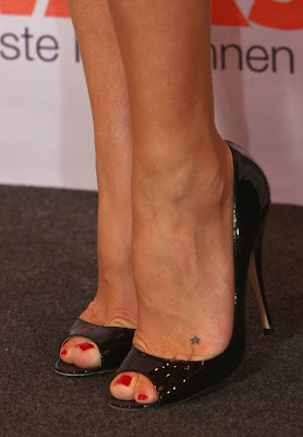 Kate Hudson star tattoo on foot.