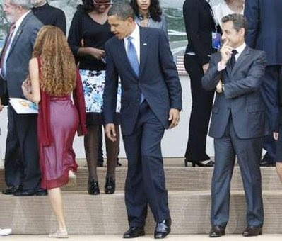 Obama looking at girl, Obama checking out girl Mayara Tavares photo