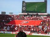 浦和サポーターのゴール裏デカ旗