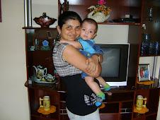 JOÃO VITOR COM A MAMÃE