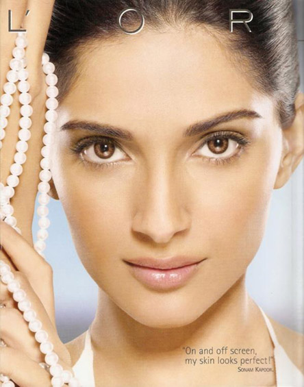 Sonam Kapoor Hot Wallpapers In Saree. Sonam Kapoor With Father