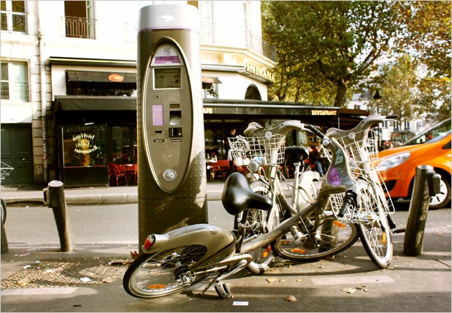 [Renters+of+Vélib'+bicycles+in+Paris+say+it+can+be+a+challenge+to+find+functioning+ones+among+those+that+have+been+vandalized.]