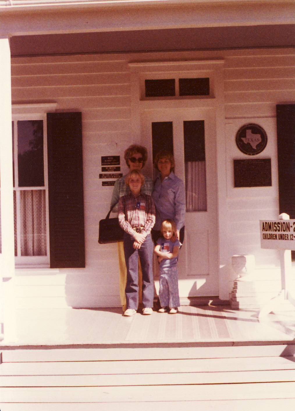 [November+1977+-+Luta,+Mom,+Sue+and+Dianne+at+Eisenhower]