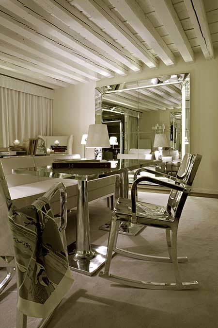 what 39 s up trouvaillesdujour room with a view at palazzina grassi. Black Bedroom Furniture Sets. Home Design Ideas