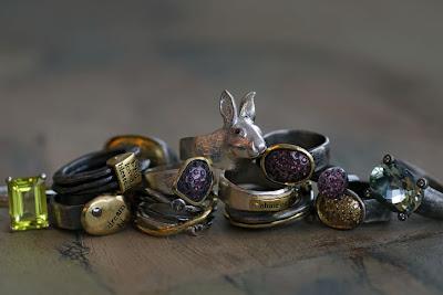 http://3.bp.blogspot.com/_bbSWz4DGP1M/Sdy9hJjsA2I/AAAAAAAAALo/ccpMBiCoD-c/s400/bjorg_jewellery_2009_at_yatzer_2.jpg