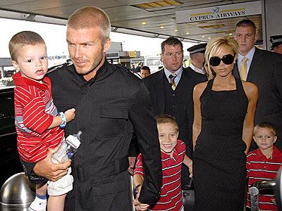 http://3.bp.blogspot.com/_bcsYG_gn1eQ/TSq5gxLtjiI/AAAAAAAAAoU/RRimQPUjnVA/s400/beckham+family5.jpg