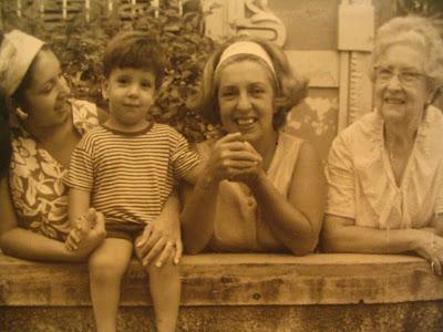 Mariazinha Goldenberg (mamãe), eu, Mathilde (vovó) e Mathilde (bisavó)