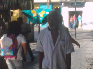 seu Vavá passeia pela Haddock Lobo, na Tijuca, fotografia de paparazzo contratado