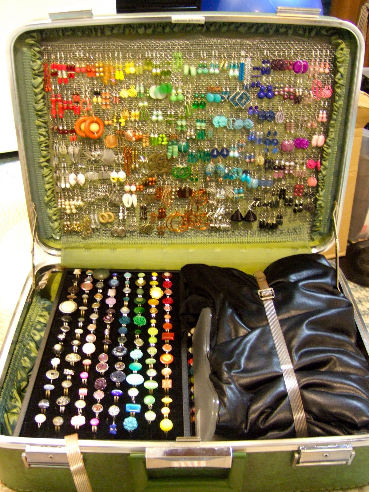Favor the brave a vintage suitcase reboot for Paparazzi jewelry display case