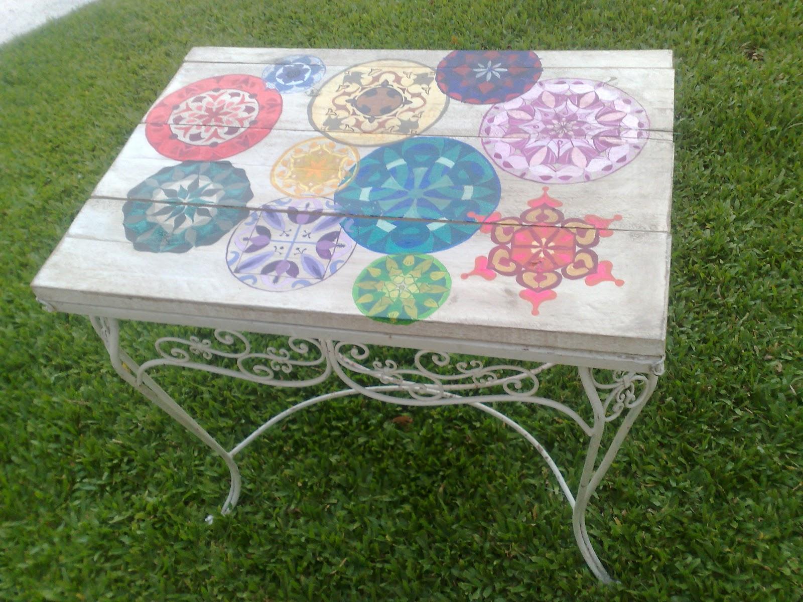Vintouch muebles reciclados pintados a mano mesa de for Jardin mandala