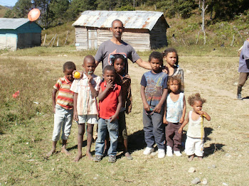 Los niños pobres del Tetero en Azua.