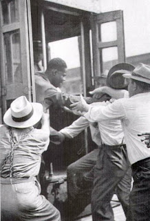 detroit-1943-race-riot-black-man-white-mob-racism