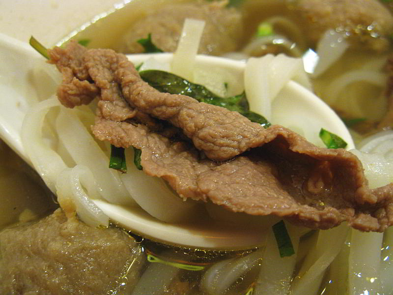 flat noodles with beef slice, and thai basil