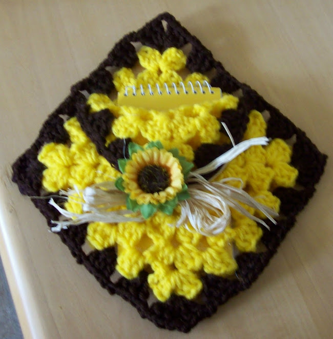 Sunflower memo pad holder