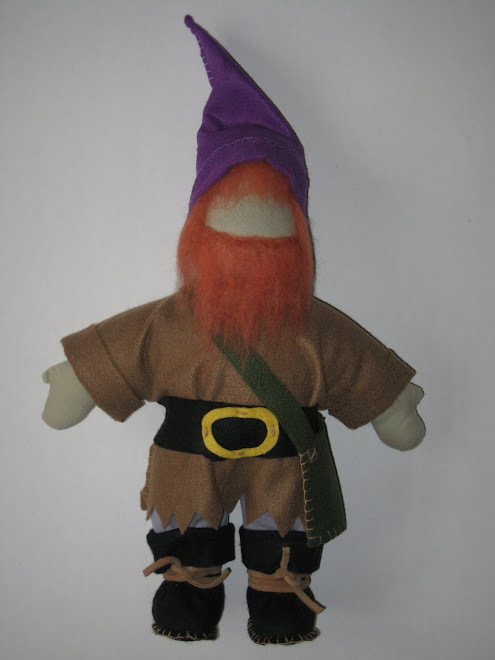 """Boneco """"Anãozinho da Floresta"""" para brincar, em feltro, lã cardada e malha de algodão."""
