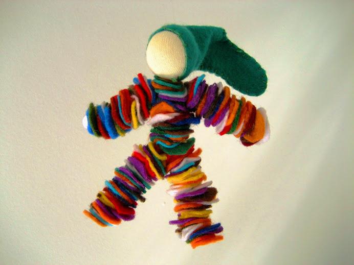 Boneco de feltro para decorar ou brincar