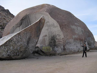This Huge Rock Defies All Logic, No One Knows How It Ended Up In The Mojave Desert Giant_rock