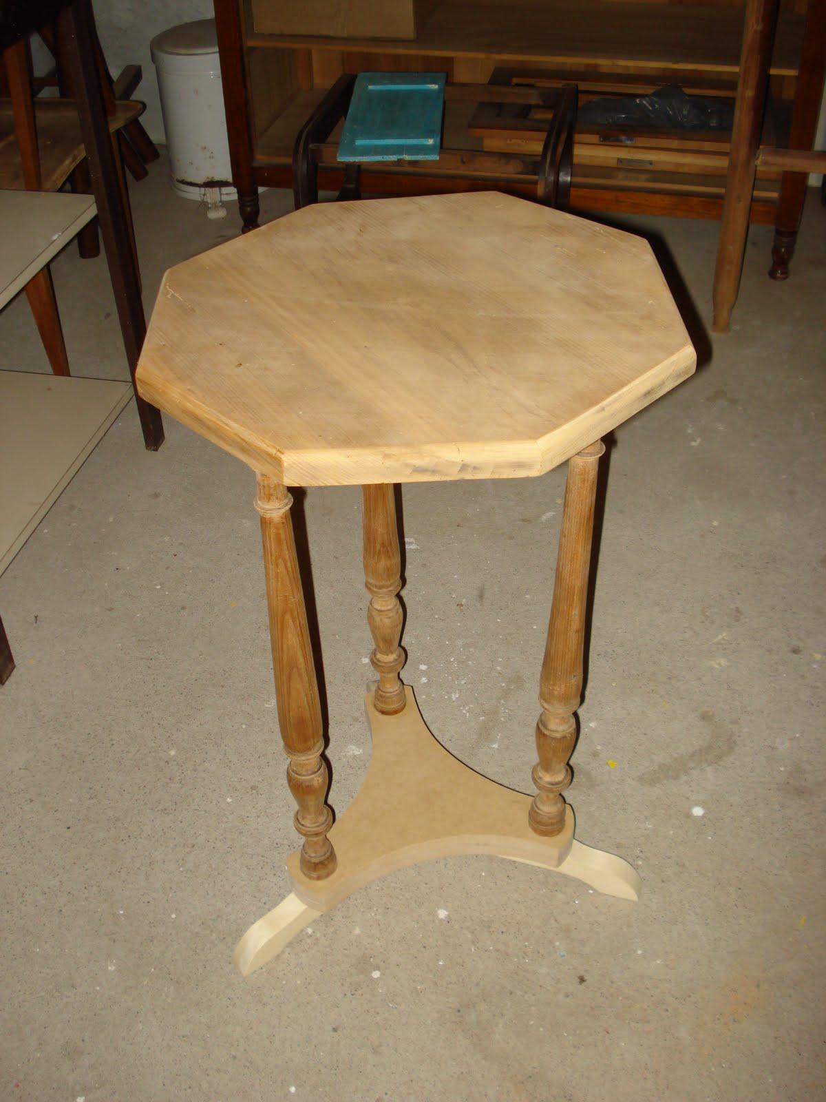 de Móveis de Época : Mesa antiga em madeira de Pinheiro #9C7430 1200x1600