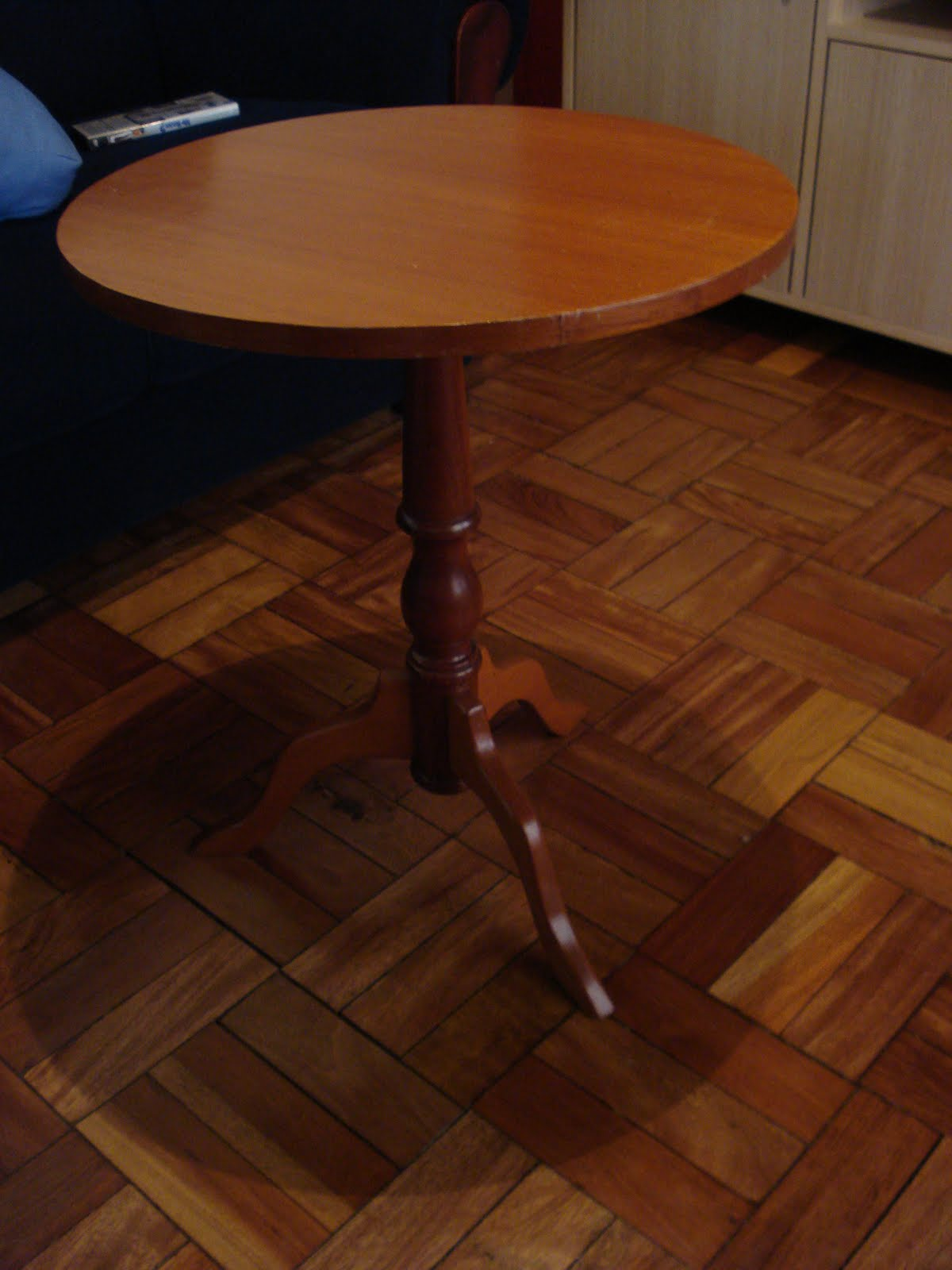 Restauração de Móveis de Época : Mesa redonda laqueada #6D381A 1200x1600
