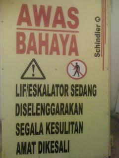 http://3.bp.blogspot.com/_bsGIzhq7-VY/SJ7jkKrq-bI/AAAAAAAAACA/6fLO0SaHQ-k/s320/Perbaikan_Lift.JPG