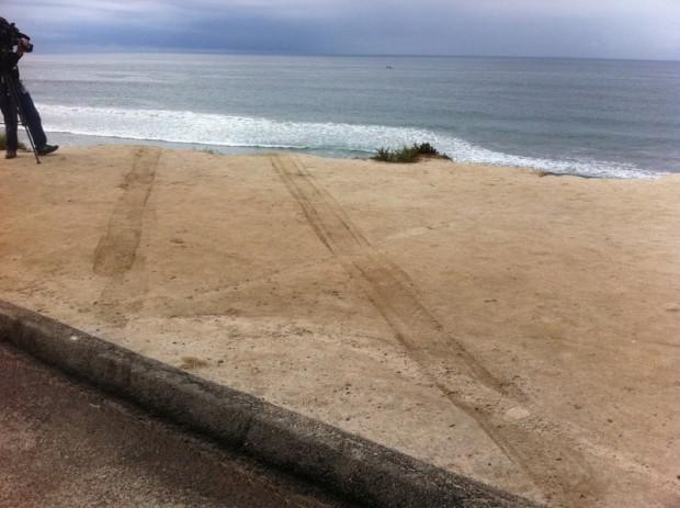 http://3.bp.blogspot.com/_bstXBEDnG9w/TLyc64gd1FI/AAAAAAAADuU/mFv4Btbf4Do/s1600/Seau+tire+marks+cliff.image.jpg