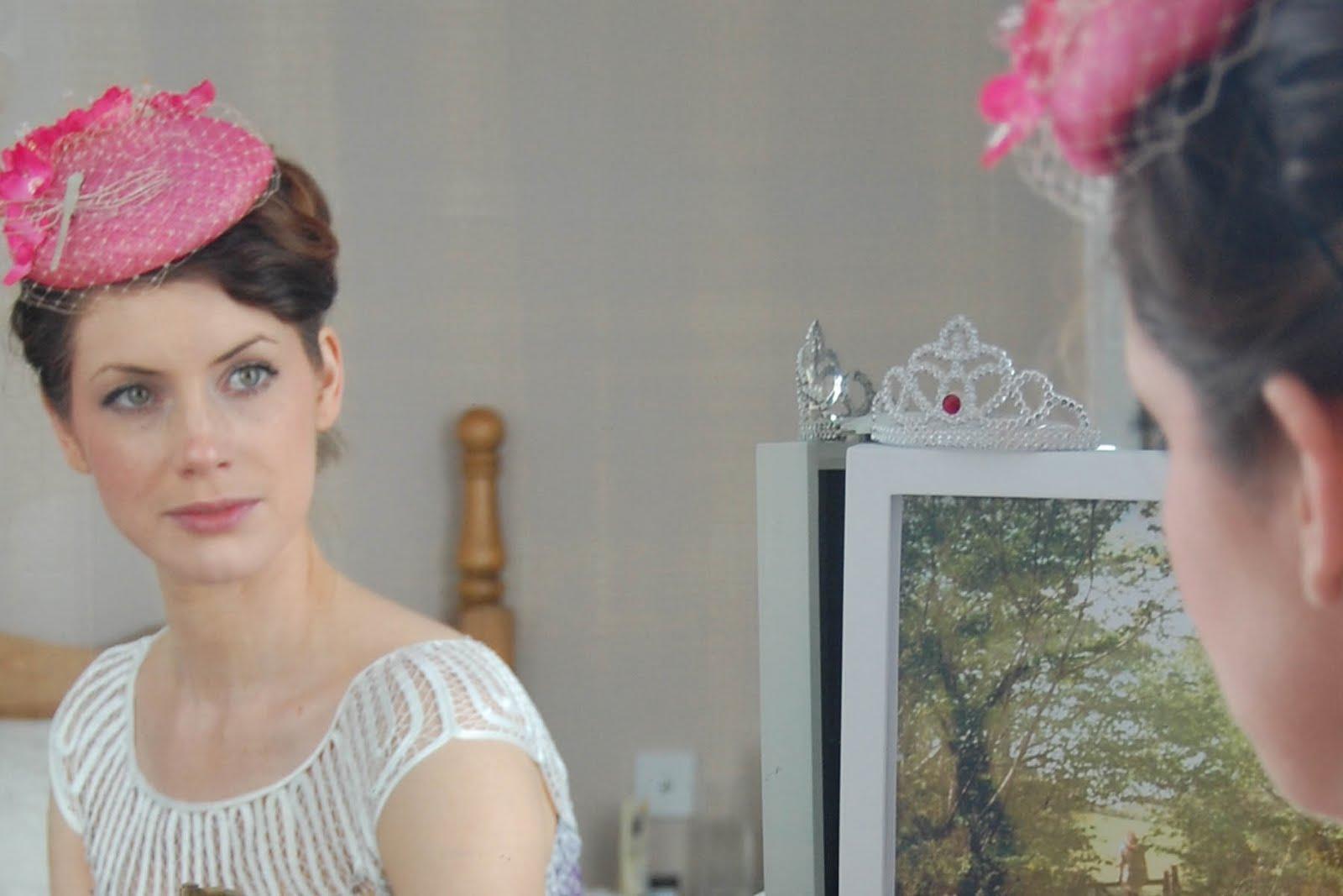 http://3.bp.blogspot.com/_bxyi87QtJ-U/S-sWnbA0w3I/AAAAAAAAAJE/lkK59bqqxRQ/s1600/pink+hat+reflection.jpg