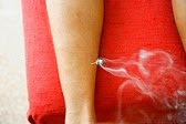 MOXIBUSTION - AGUJA TEMPLADA SOBRE LA PIERNA
