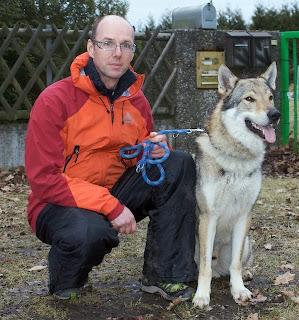 Brutus von der Wolfsranch mit Besitzer Christian