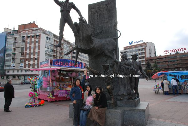 http://3.bp.blogspot.com/_c3es7FyunLI/S7vsIupTYbI/AAAAAAAAHM4/CfWfhNkupGw/s1600/Espana_Madrid_day_three+015.jpg