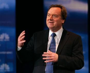 Tim Russert speaks to the crowd during the Democratic presidential debate between Senator Clinton and Senator Obama in Cleveland on February 26, 2008. photo Mark Duncan/AP.