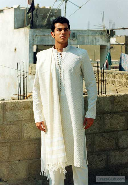 Men`s Wedding/Mehndi Dresses_Pakistani Men Fashion