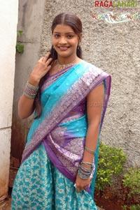 pratyusha in saree, big kundi show