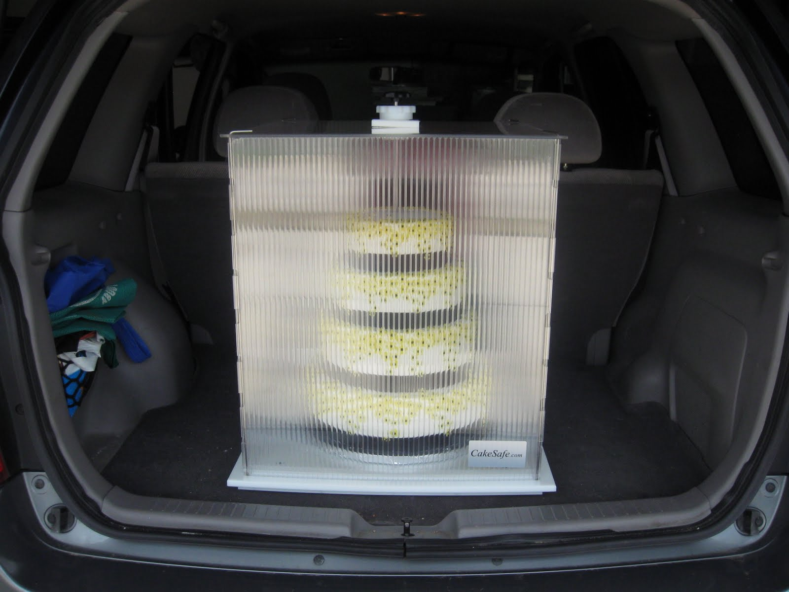 how to transport a cake