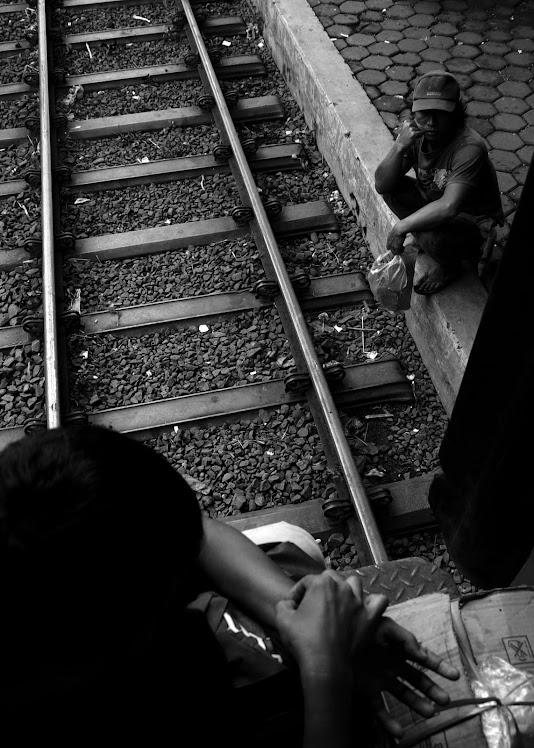 Menunggu Keberangkatan. 2010