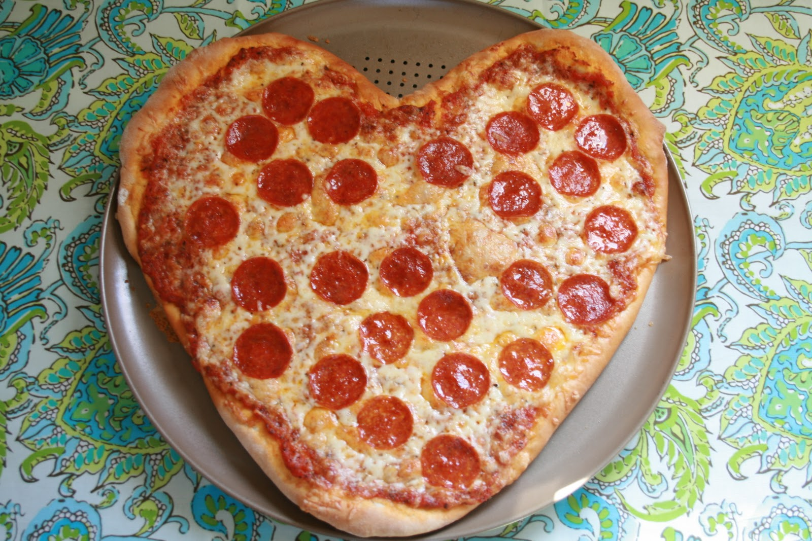 cook bake decorate heart shaped pizza