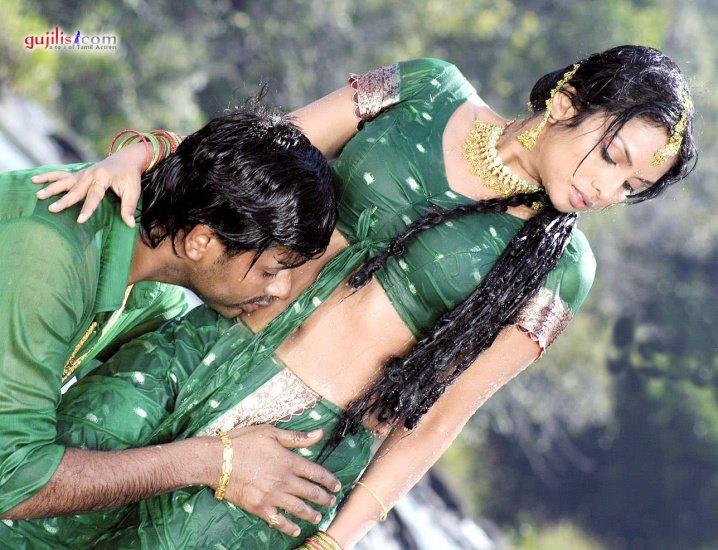 Trisha Krishnan: Bathroom Video Leaked! » Right Bollywood