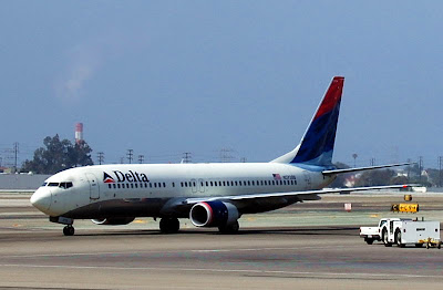Boeing 737 Airplane Photo