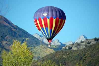 Hot Air Balloon Near Capitol Peak id=