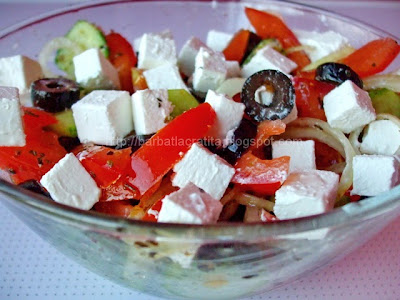 Salata greceasca reteta