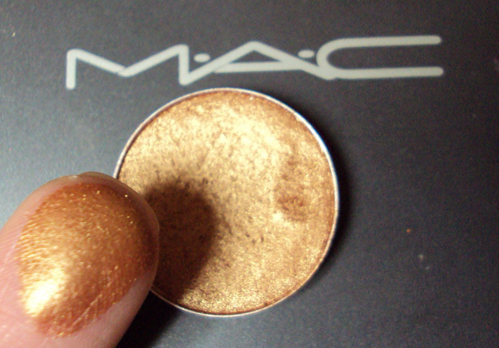 Ansa 39 S Beauty And Fashion Blog MAC Amber Light Eyeshadow