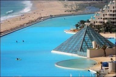 El comando del amor la piscina m s grande del mundo for Piscina mas grande del mundo chile