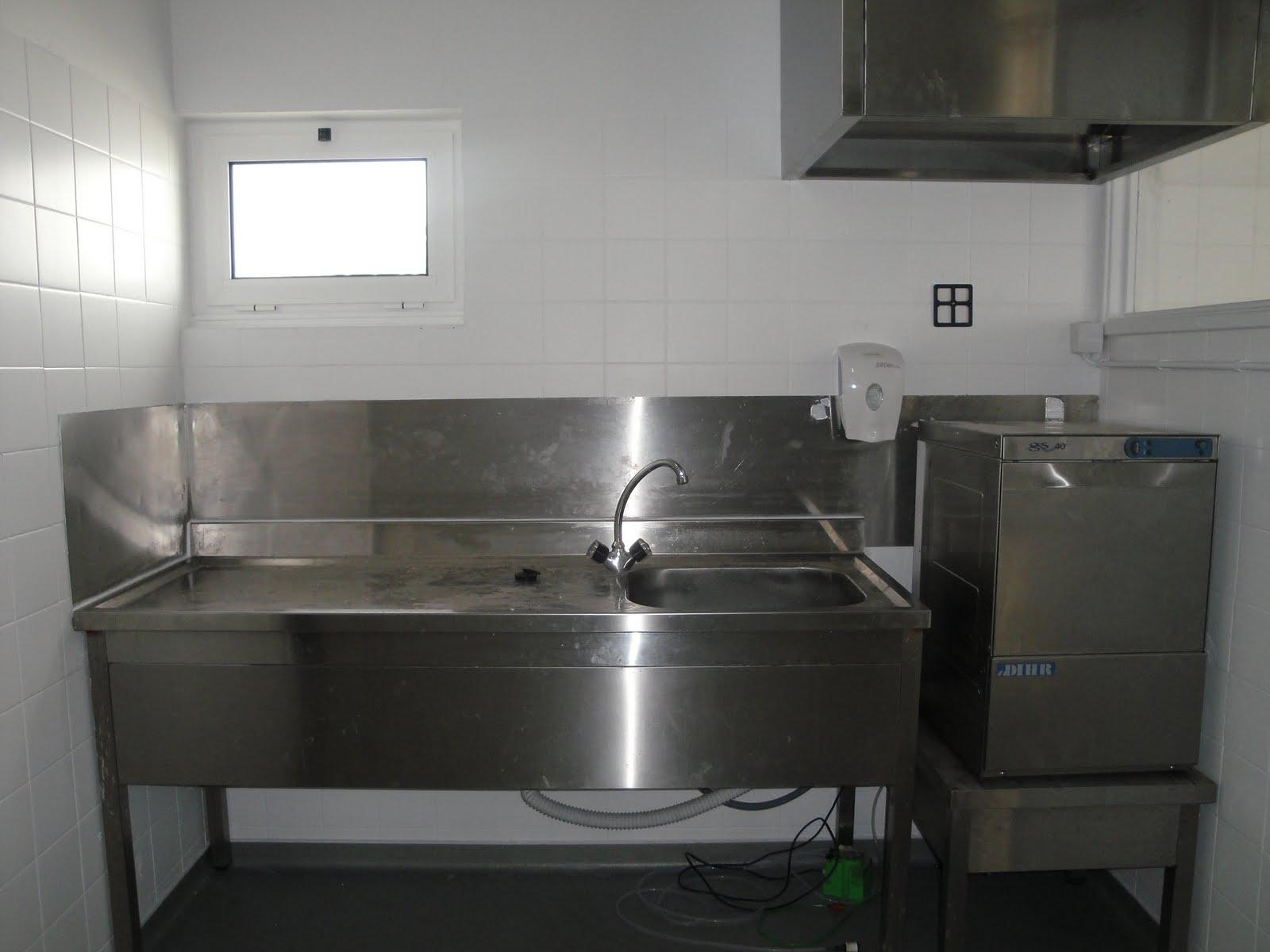 loiça. Janela substituída. Máquina de lavar loiça semi industrial #575348 1600 1200
