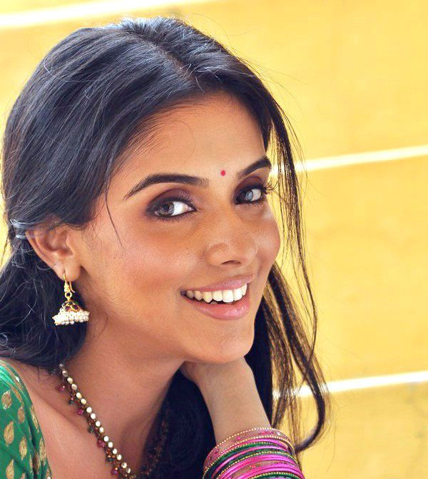 asin very beatiful looking cute stills