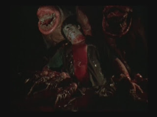 """Pelicula de unas babosas rosadas indestructibles que pasaba por 1992 en Mexico, y una pelicula de perros asesinos de un canal de televisa en una seccion llamado """"exitos de hollywood"""" TITLE01_0005"""