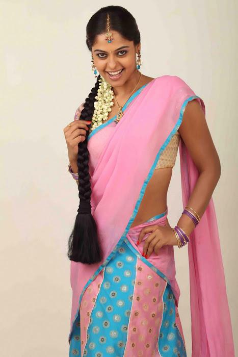 bindhu madhavi half saree hot images