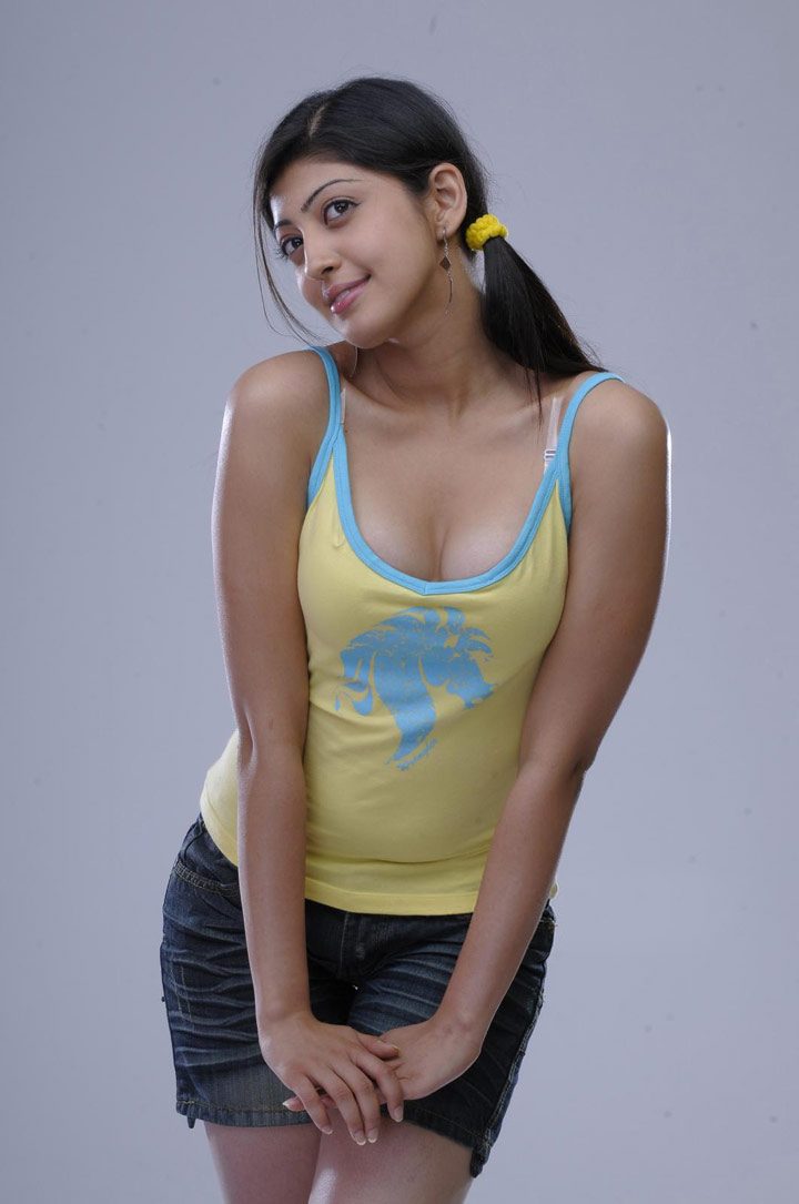 pranitha praneetha hot exposing spicy stills pics photos gallery