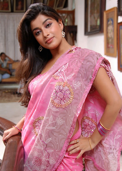 Madhurima Hot Spicy Look in Saree big boobs show