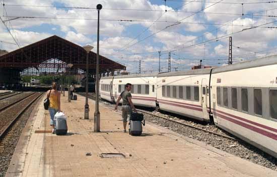 Eurodisney disneyland paris viajar en tren a eurodisney for Barcelona paris tren hotel