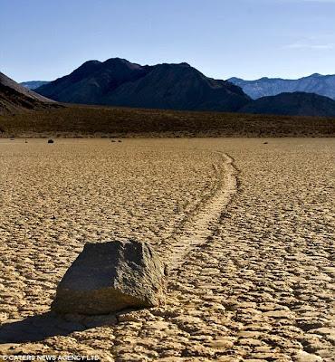 Pedras deslizantes no Vale da Morte
